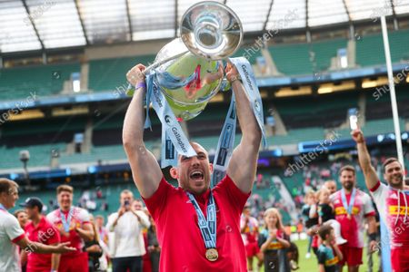 Mike Brown celebrates with the Premiership Trophy