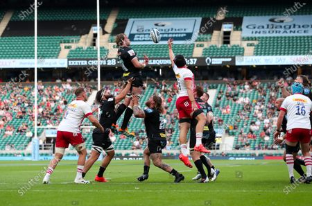 Jonny Gray of Exeter lineout