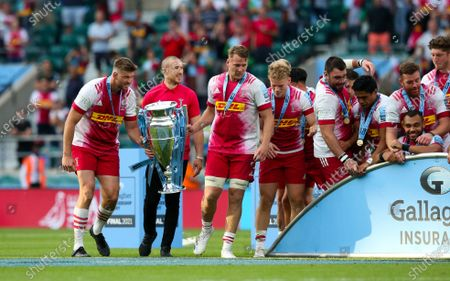 Mike Brown with Alex Dombrandt of Harlequins & Stephan Lewies (Captain) of Harlequins with Premiership Trophy