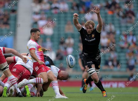 Danny Care of Harlequins is marked by Jonny Gray of Exeter Chiefs