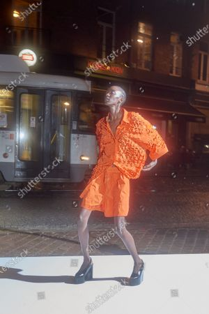 Model wears an outfit as part of the menswear summer 2022, Paris, Francia, from the house of Dries Van Noten