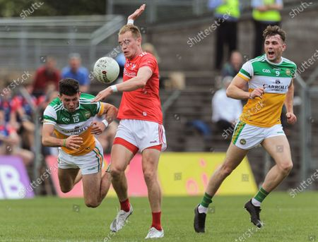 Offaly vs Louth. Offaly's Ruairi McNamee and Jordan Hayes with Ciaran Byrne of Louth