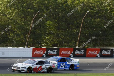 POCONO RACEWAY, UNITED STATES OF AMERICA - JUNE 27: #6: Ryan Newman, Roush Fenway Racing, Ford Mustang Guaranteed Rate and #14: Chase Briscoe, Stewart-Haas Racing, Ford Mustang HighPoint.com / Webex by Cisco at Pocono Raceway on Sunday June 27, 2021 in Long Pond, United States of America. (Photo by LAT Images)