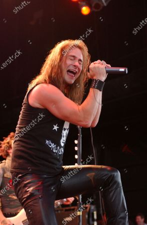 Johnny Solinger of Skid Row performs