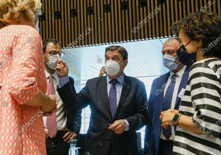 (L-R) German Minister of Food and Agriculture Julia Klockner, Italian Minister for Agricultural, food and forestry policies Stefano Patuanelli, Spanish Minister for Fisheries Luis Planas, Belgian Minister of Agriculture Willy Borsus  and Portuguese Minister of Agriculture Maria do Ceu Albuquerque at the start of the Agriculture and Fisheries council meeting in Luxembourg, 28 June 2021. EU Ministers will discuss the reform of the Common Agricultural Policy (CAP) but also biological control agents and the need to set a specific goal to protect bees.