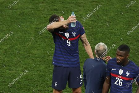 France manager Didier Deschamps and Olivier Giroud before the penalty shoot out