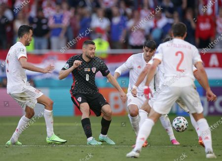 Mateo Kovacic (C) of Croatia in action during the UEFA EURO 2020 round of 16 soccer match between Croatia and Spain in Copenhagen, Denmark, 28 June 2021.