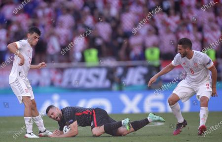 Mateo Kovacic (C) of Croatia in action against Koke (R) of Spain during the UEFA EURO 2020 round of 16 soccer match between Croatia and Spain in Copenhagen, Denmark, 28 June 2021.