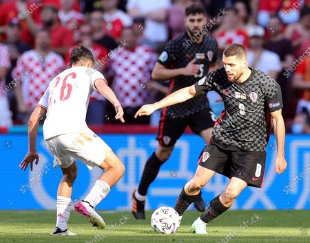Mateo Kovacic (R) of Croatia in action against Pedri (L) of Spain during the UEFA EURO 2020 round of 16 soccer match between Croatia and Spain in Copenhagen, Denmark, 28 June 2021.