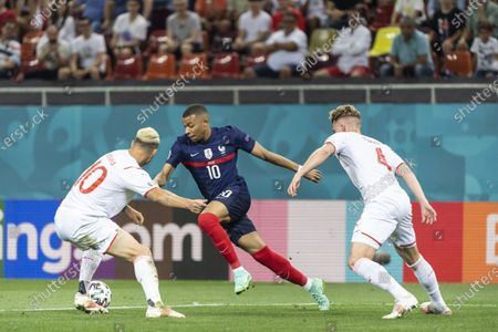France's Kylian Mbappe (C) in action against Swiss players Granit Xhaka (L) and Nico Elvedi (R) during the UEFA EURO 2020 round of 16 soccer match between France and Switzerland in Bucharest, Romania, 28 June 2021.