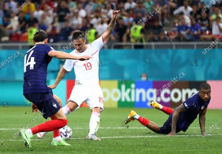 Mario Gavranovic of Switzerland (C) scores the 3-3 during the UEFA EURO 2020 round of 16 soccer match between France and Switzerland in Bucharest, Romania, 28 June 2021.