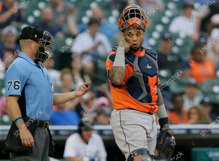 Houston Astros catcher Martin Maldonado (15) behind the plate with umpire Mike Muchlinski (76) during the third inning of the second baseball game of a doubleheader against the Detroit Tigers, in Detroit