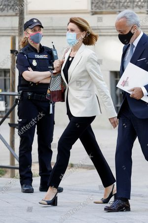 Former Popular Party general secretary Maria Dolores de Cospedal (C) arrives at the National Court in Madrid, Spain, 29 June 2021, to testify on the 'Kitchen' case, an allegedly illegal spying operation against the former Popular Party treasurer Luis Barcenas.