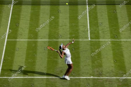 Sloane Stephens (USA) in action against Petra Kvitova (CZE) in the first round of the Ladies' Singles on Centre Court at The Championships 2021