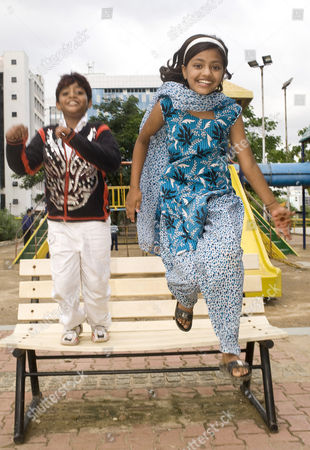 Stock Image of Slumdog Millionaire child stars Rubina Ali and Azharuddin Mohammed Ismail