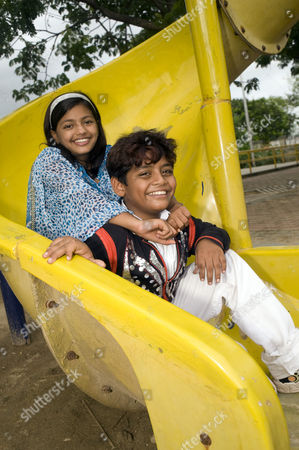 Stock Photo of Slumdog Millionaire child stars Rubina Ali and Azharuddin Mohammed Ismail
