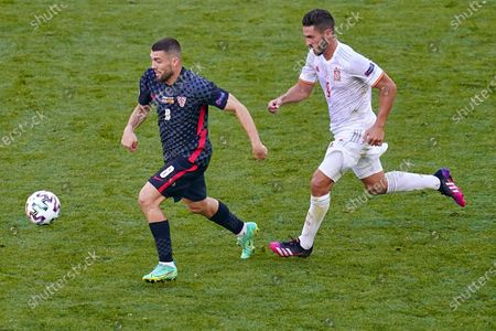 Mateo Kovacic of Croatia and Koke Resurreccion of Spain