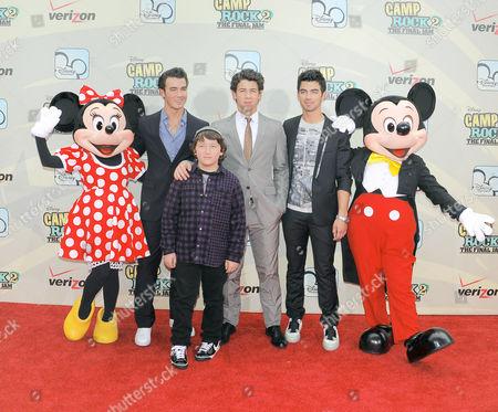 Kevin Jonas, Frankie Jonas, Nick Jonas and Joe Jonas with Mickey and Minnie Mouse