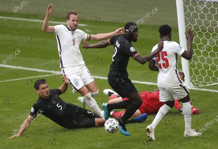 Mats Hummels (L) of Germany in action against Harry Kane of England during the UEFA EURO 2020 round of 16 soccer match between England and Germany in London, Britain, 29 June 2021.