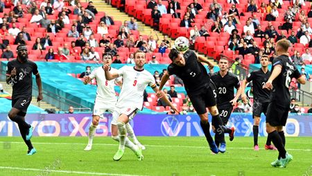 Harry Kane (C-L) of England in action against Mats Hummels (C-R) of Germany during the UEFA EURO 2020 round of 16 soccer match between England and Germany in London, Britain, 29 June 2021.