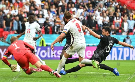 Harry Kane (C) of England in action against Mats Hummels (R) of Germany during the UEFA EURO 2020 round of 16 soccer match between England and Germany in London, Britain, 29 June 2021.