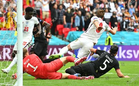 Harry Kane (2-R) of England in action against Mats Hummels (R) of Germany during the UEFA EURO 2020 round of 16 soccer match between England and Germany in London, Britain, 29 June 2021.