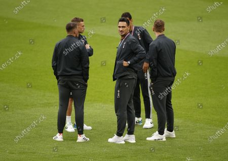 Mats Hummels (C) of Germany and teammates during the pitch inspection before the UEFA EURO 2020 round of 16 soccer match between England and Germany in London, Britain, 29 June 2021.