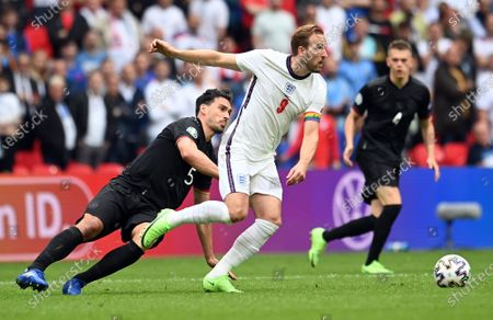 Harry Kane of England in action against Mats Hummels of Germany (L) during the UEFA EURO 2020 round of 16 soccer match between England and Germany in London, Britain, 29 June 2021.