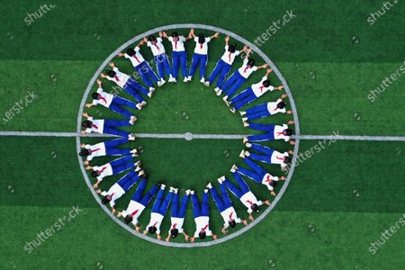 On June 29, 2021, children in Grade 6 of Gangbian Township Central Primary School in Congjiang County, Qiandongnan Miao and Dong Autonomous Prefecture, Guizhou Province, took creative graduation photos to freeze the wonderful moments and leave a good memory for primary school life.