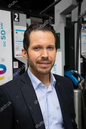 Jonathan Levy, Director of Business Development Uber. TotalEnergies and Uber are joining forces to accelerate the transition of VTC drivers to electric mobility, through support for vehicle conversion and easy access to charging stations. Drivers using the Uber app will receive a TotalEnergies card giving them access, under preferential conditions, to 20,000 charging points in France by the end of 2021 and more than 75,000 by 2025.