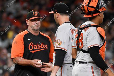 Baltimore Orioles manager Brandon Hyde, left, removes starting pitcher Matt Harvey from the baseball game during the fifth inning against the Houston Astros, in Houston