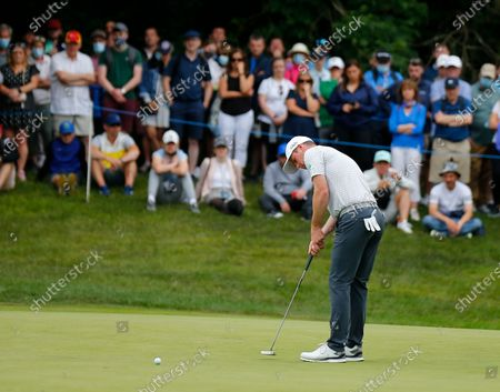 Martin Kaymer putts on the 11th green