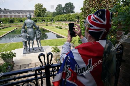 Stock Photo of Members of the public view the statue of Diana, Princess of Wales, in the Sunken Garden at Kensington Palace, London.