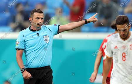 English referee Michael Oliver reacts during the UEFA EURO 2020 quarter final match between Switzerland and Spain in St.Petersburg, Russia, 02 July 2021.