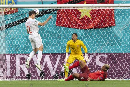 Spain's defender Cesar Azpilicueta (L) tries a header against Switzerland's goalkeeper Yann Sommer (C) with Switzerland's defender Manuel Akanji (R) on the ground during the UEFA EURO 2020 quarter final match between Switzerland and Spain in St.Petersburg, Russia, 02 July 2021.