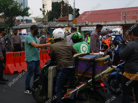 """President Joko Widodo has officially issued a policy of """"Pemberlakuan Pembatasan Kegiatan Masyarakat"""" (PPKM) to reduce some public activities to prevent the spread of Covid-19 from spreading. The policy will apply from 3 July to 20 July, 2021, with a focus on being applied in Java to Bali. The situation in Depok, West Java, the police officers are turning some vehicles from passing through.Meanwhile the vehicles that are allowed to pass are ambulance and only for residents who have very important matters."""