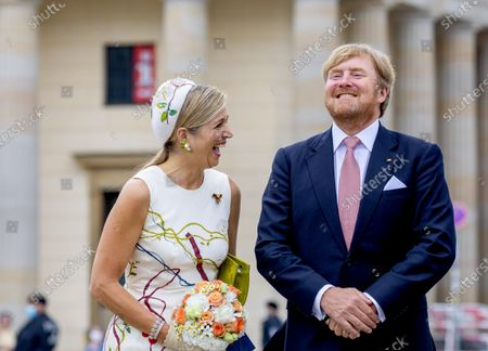 Stock Picture of Tor Queen Maxima and King Willem-Alexander with mayor Michael Muller of Berlin at the Brandenburger Tor and Rotas Rathaus on the 1st day of the 3 day statevisit to Germany.