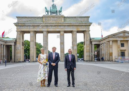 Stock Image of Tor Queen Maxima and King Willem-Alexander with mayor Michael Muller of Berlin at the Brandenburger Tor and Rotas Rathaus on the 1st day of the 3 day statevisit to Germany.