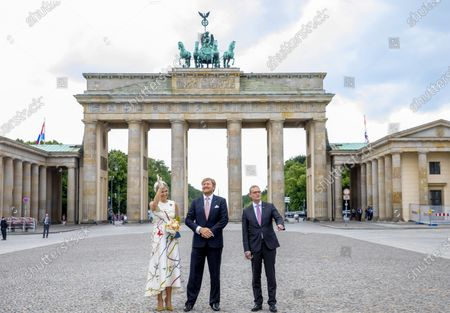Stock Photo of Tor Queen Maxima and King Willem-Alexander with mayor Michael Muller of Berlin at the Brandenburger Tor and Rotas Rathaus on the 1st day of the 3 day statevisit to Germany.