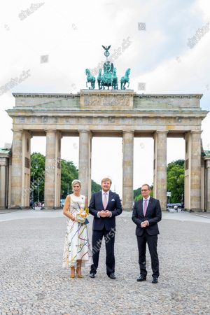 Tor Queen Maxima and King Willem-Alexander with mayor Michael Muller of Berlin at the Brandenburger Tor and Rotas Rathaus on the 1st day of the 3 day statevisit to Germany.