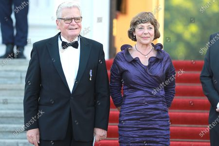 Stock Picture of Joachim Gauck and Daniela Schadt - State visit of the Dutch royal couple to Berlin: way of way to banquet at Bellevue Palace
