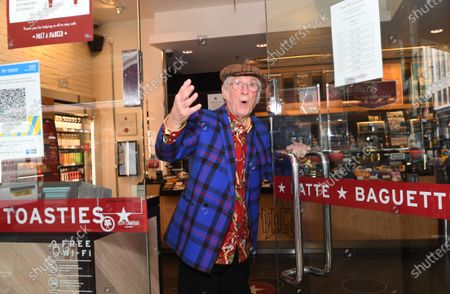 Pret A Manger marks the return of its Christmas Sandwich this July, as Christmas icon Noddy Holder serves the first customers