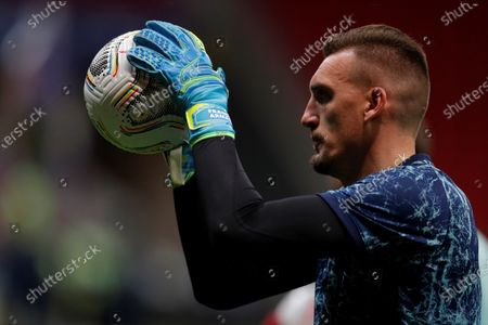 Argentina's goalkeeper Franco Armani warms up prior to the Copa America semifinal soccer match between Argentina and Colombia at Mane Garrincha stadium in Brasilia, Brazil, 06 July 2021.