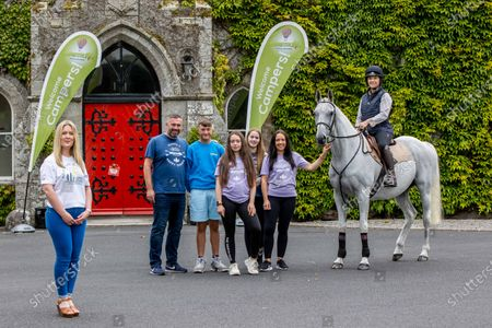 Donate a minimum of €5 to Barreststown and be in a chance to win a €5,000 holiday voucher. In conjunction with the Irish EBF Ballyhane Stakes race day on Monday August 2nd, Naas Racecourse have launched a partnership with children's charity, Barretstown who have lost over €1 million fundraising revenue due to Covid-19 pandemic. Pictured: L-R Corporate Account Manager Caroline Tobin, Colin, Jack, Sophie, Chloe and Michelle Sharkey with former leading amateur rider and Naas local, Katie Walsh and retired race horse Thousand Stars are pictured on site at Barretstown to help launch the fundraiser.