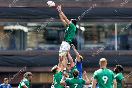 Italy vs Ireland. Ireland's Mark Morrissey in a line-out