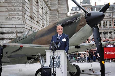 Actor Robert Hardy reading Churchill's rousing and iconic speech in front of a 1940 Mk I Spitfire
