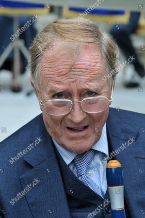Actor Robert Hardy reading Churchill's rousing and iconic speech.