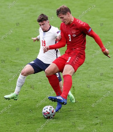 Mason Mount (L) of England in action against Jannik Vestergaard of Denmark during the UEFA EURO 2020 semi final between England and Denmark in London, Britain, 07 July 2021.