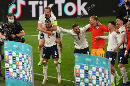 "Harry Kane (England)Kyle Walker (England)Jordan Henderson (England)Dean Henderson (England)Mason Mount (England)Declan Rice (England)      during the Uefa  ""European Championship 2020 Semifinals  match between England 2-1 Denmark at Wembley Stadium in London, England."