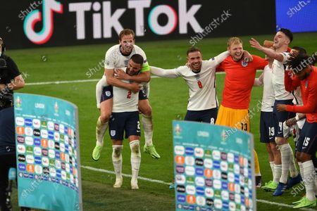 "Harry Kane (England)Kyle Walker (England)Jordan Henderson (England)Dean Henderson (England)Mason Mount (England)Declan Rice (England)Tyrone Mings (England)    during the Uefa  ""European Championship 2020 Semifinals  match between England 2-1 Denmark at Wembley Stadium in London, England."